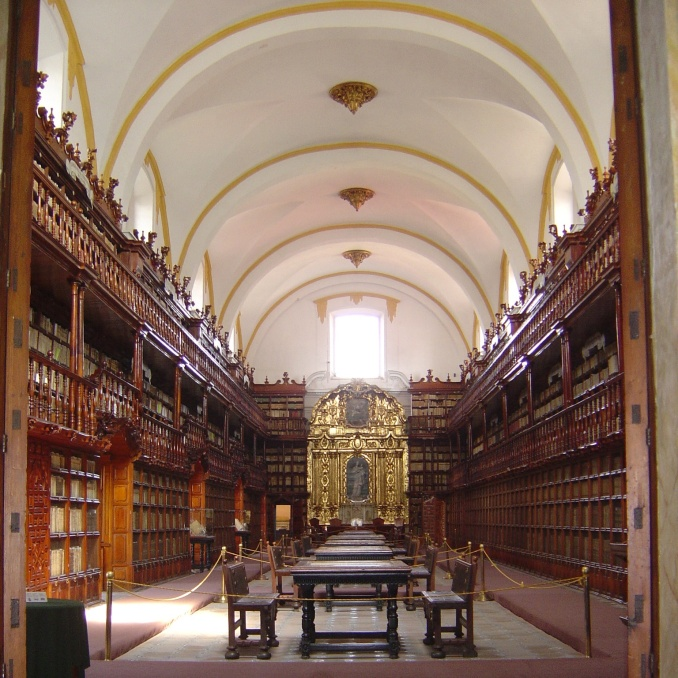 Biblioteca Palafoxiana, Puebla, Mexico, 2005. Photo by Jason Dyck.