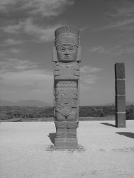 Atlante (circular) on top of Piramide B in Tula (20-11-03)